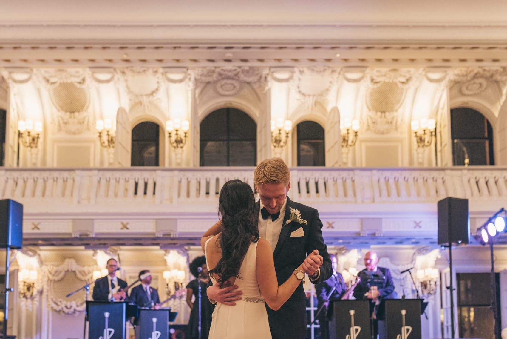 Thara Photo Chicago Wedding Photographer Engagement Photographer The Blackstone Chicago Autumn